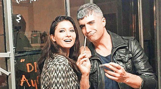 2002-2004 yılları arasında Nurgül Yeşilçay ve Özcan Deniz'in birlikte rol aldığı 'Asmalı Konak' dizisi reyting rekorları kırmıştı.