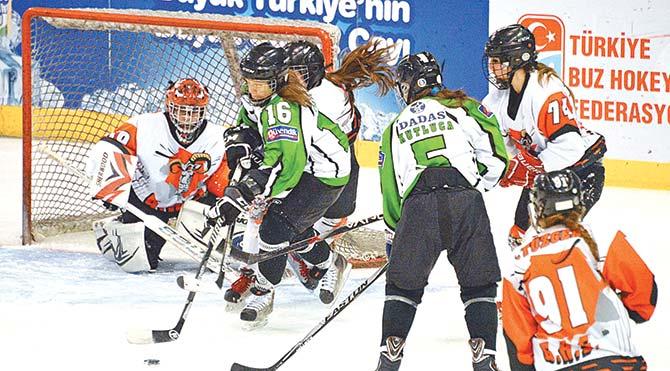 Narmanspor takımından yedi sporcu aynı zamanda milli takımda da oynuyor. Geçen yılın şampiyonu olan kızlar, üst üste iki yıl şampiyon olmayı hedeflediklerini söylüyor.