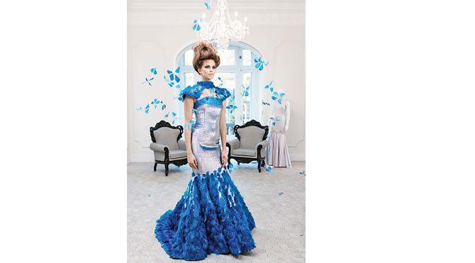 Giyilebilir teknolojiyle üretilmiş elbise, Kül Kedisi'nin Sindirella'ya dönerken giydiği kostüme benziyor ama bu elbisede kelebekler gece yarısı bile kanat çırpmaya devam ediyor...