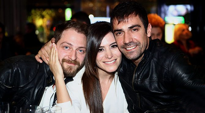 Kördüğüm üçlüsü (Alican Ulusoy, Belçim Bilgin ve İbrahim Çelikkol) son derece uyumlu çalışıyorlar.