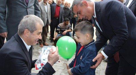 DBP'li belediye başkanının oğluna oyuncak polis arabası