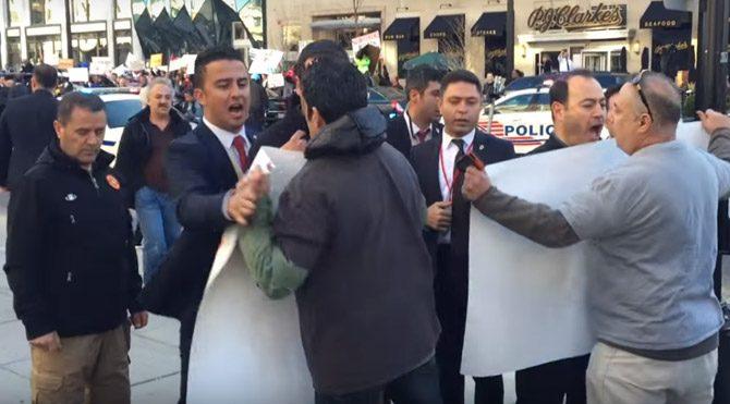 Erdoğan'ın korumalarından protestoculara ilginç müdahale