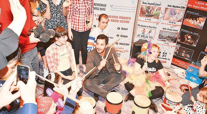 Oyuncu Barış Arduç, Kansersiz Yaşam Derneği'nin destek verdiği çocuklarla birlikte davul çaldı.