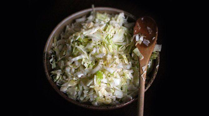 Tatlı Coleslaw (lahana) salatası tarifi