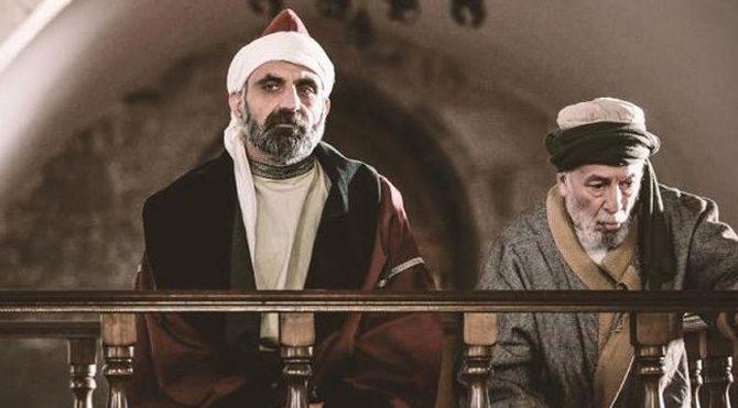 'Somuncu Baba: Aşkın Sırrı' filminin yönetmen koltuğunda Kürşat Kızbaz oturuyor. Başrollerinde Fırat Tanış, Furkan Palalı ve Gürkan Uygun var.