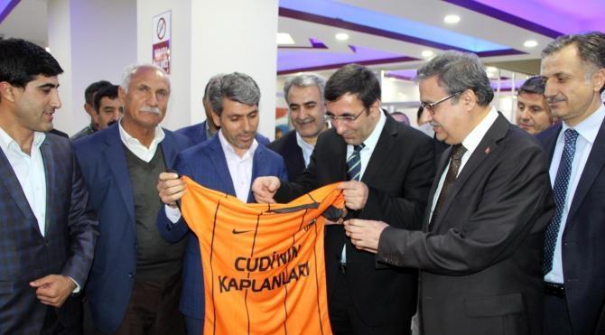 Bakan Yılmaz: Silopi'de bin 200, Cizre'de 2 bin kişi işe alınacak