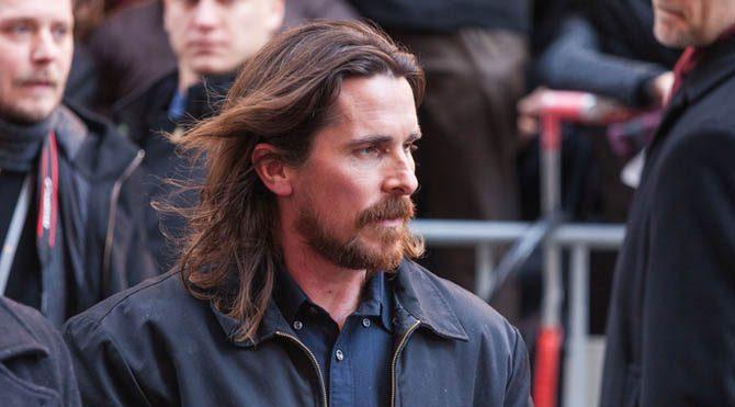 Batman karakteri defalarca beyaz perdeye uyarlandı. Pek çok aktör Bruce Wayne'i canlandırdı. O isimlerden biri de Cristian Bale idi.