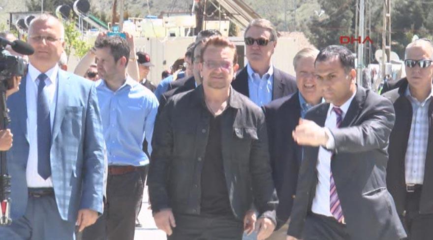 Bono, mülteci çocuklarla buluştu