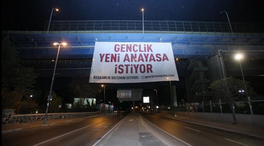 İstanbul'da esrarengiz afişler!