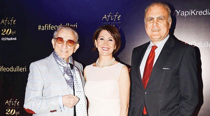 Türkiye'nin en prestijli ve uzun soluklu ödülü Yapı Kredi Afife Tiyatro Ödülleri'nin 2015-2016 sezonu adayları Four Seasons Hotel'de yapılan bir basın toplantısında açıklandı.