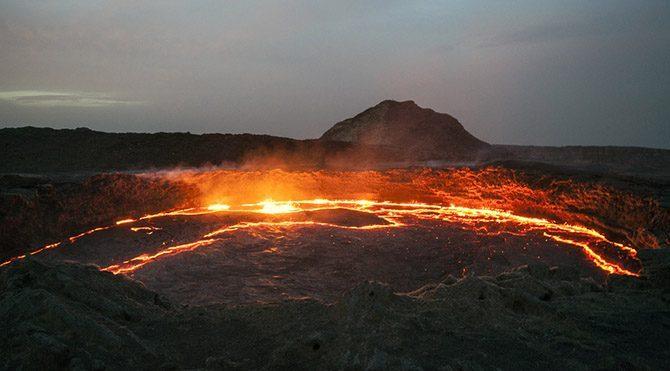 Aslında Mars gerilemesini şöyle düşünün, patlamaya hazır bir volkaniğin lavlarının zorla toprak altında tutmaya çalışmak gibidir. Volkan patlasa bir dert, patlamasa bir dert.