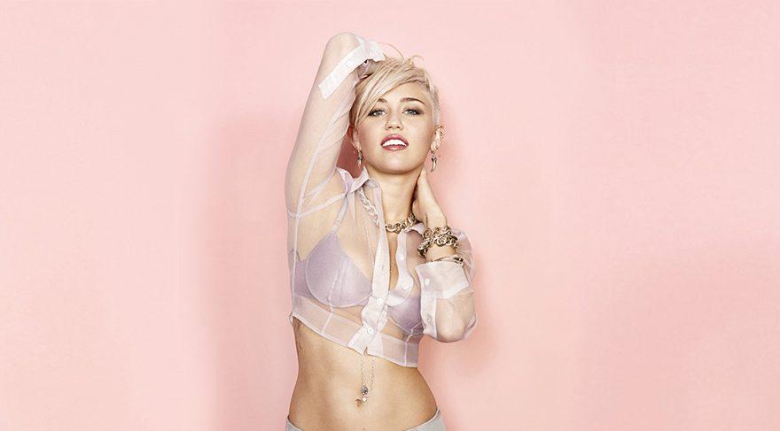 Miley Cyrus'tan yoga pozu