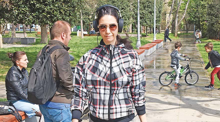 Cem Kemal'e baktı annesi yürüyüş yaptı