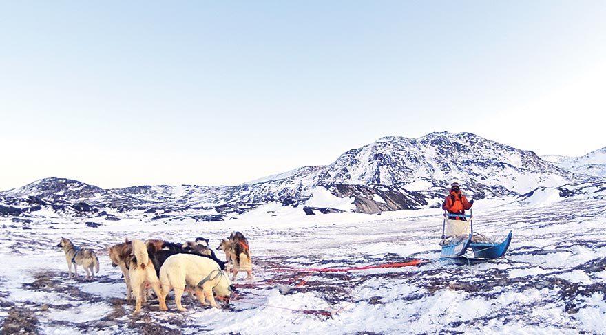 Buzul geçişini başarıyla tamamladığımız o gün çok zorlandık çünkü hem zemin hem de hava gerçekten çok kötüydü. Çantamın içindeki eşyalar donarak termosuma yapışmıştı. Telefonum cebimin içinde donmuştu.