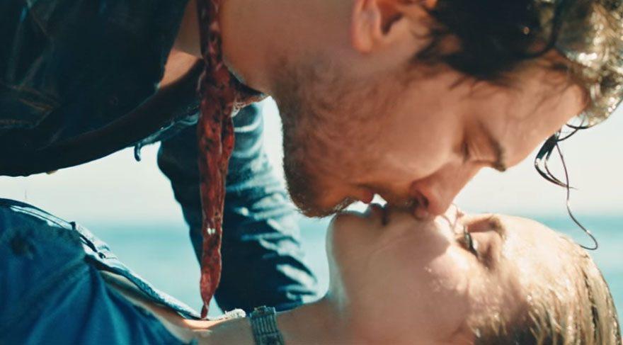 Çağatay Ulusoy'dan Taylor Marie Hill'e1 milyon 800 bin TL'lik öpücük