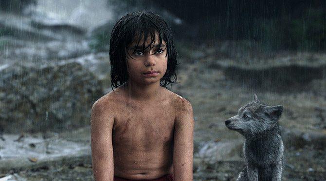 Mowgli yolda hayattan keyif almayı, dostluğun önemini öğreneceği Ayı Baloo ile tanışır ve türlü maceralar yaşarlar.