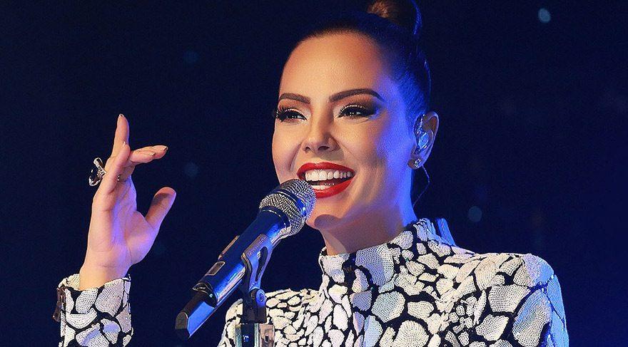 Ebru Gündeş konserlere devam edeceğini açıkladı
