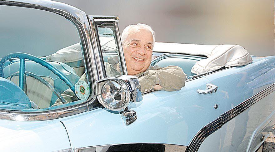 Zeki Alasya klasik otomobillerle anıldı