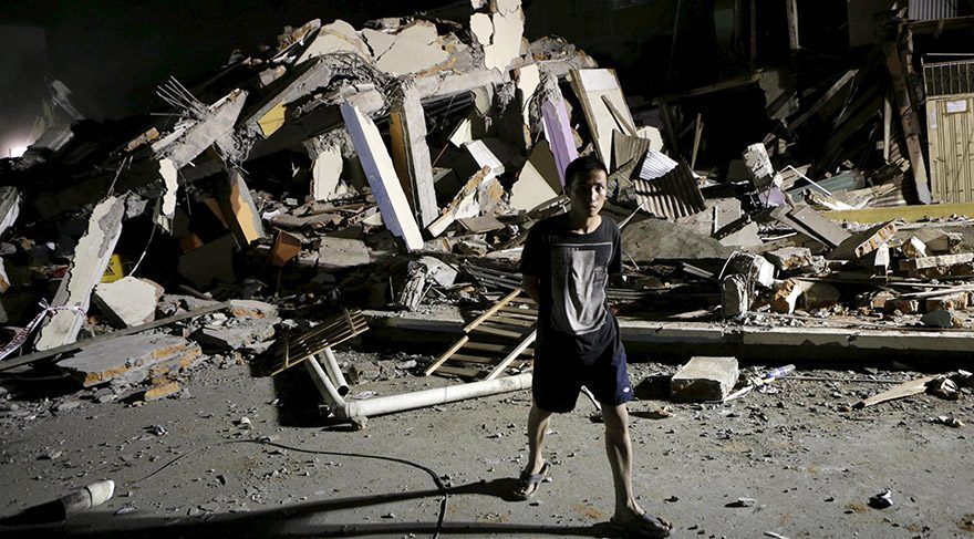 Ekvador depreminde kayıplar artıyor: 246 ölü