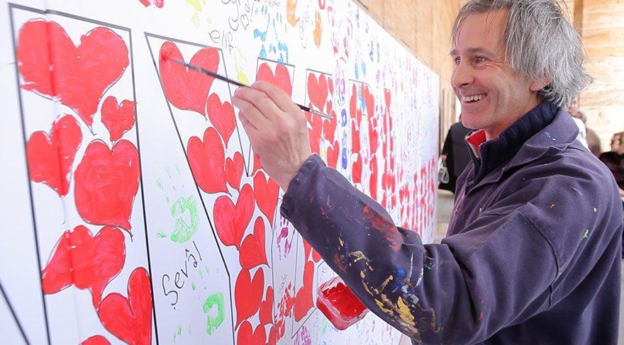İngiliz ressam 23 Nisan etkinliğini Anıtkabir'de gerçekleştirecek