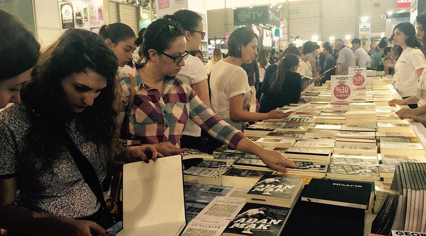 İzmir Kitap Fuar'ı devam ediyor