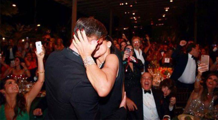 Ricky Martin'i öpmek için servet ödedi