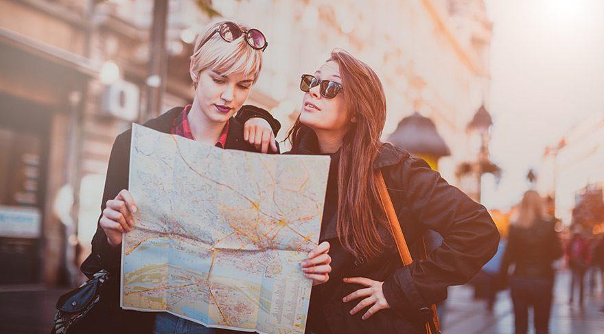 Çok seyahat eden mi, iyi eğitimli olan mı?