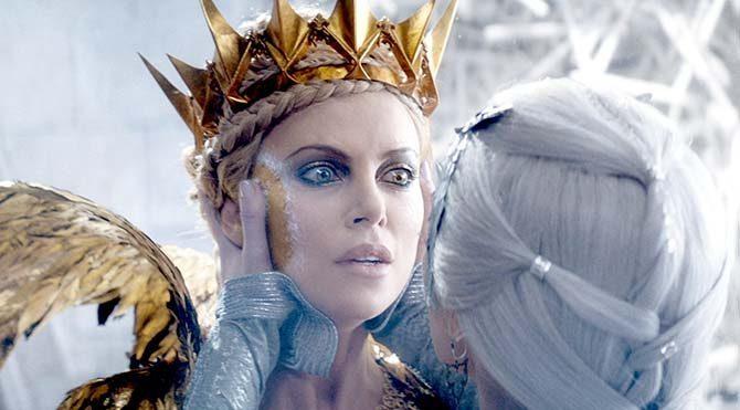 Aynayı geri almak için bir avcı birliğini görevlendiren kraliçeye karşı iki iyi kalpli avcı güç birliği yapacak.