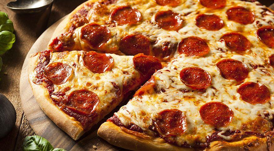 En kolay pizza tarifi! Evde pizza nasıl yapılır? Lezzetli ve kolay pizza hamuru ve tarifi…
