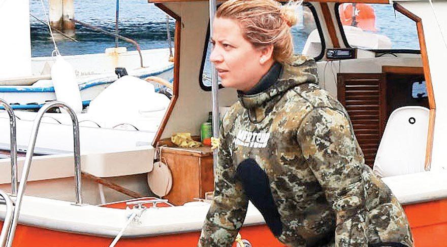 Kader Ayran, deniz dibini temizleyen dalgıç ekibinin tek kadın üyesi.
