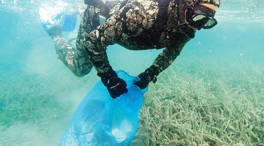 Deniz dibi temizliğinde plastik, cam, ahşap, lastik, alüminyum, metal parçalar ile yanabilen ve kompozit atıklar su yüzüne çıkarıldı.