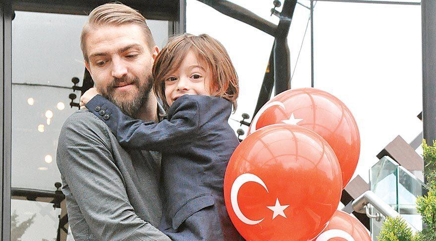 Çınar'ı babasına bırakıp gitti