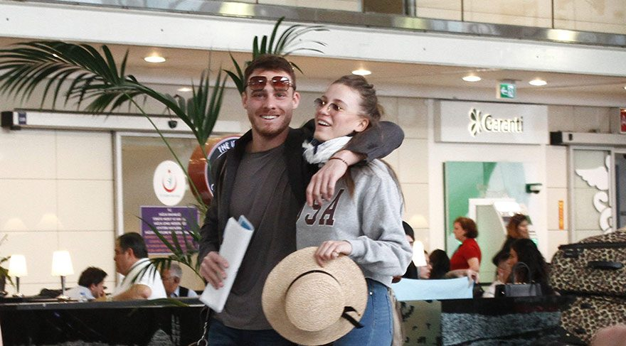 Kerem Bürsin ve Serenay Sarıkaya aşk tatillerinden ilk kareleri paylaştı