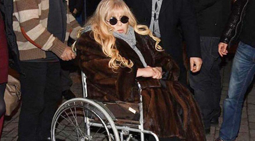 Zerrin Özer geçirdiği kaza sonrası hastaneye kaldırıldı
