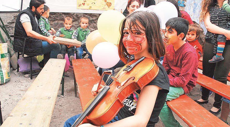 Suriyeli çocuklar ve semtin minikleri bir arada eğlendi.