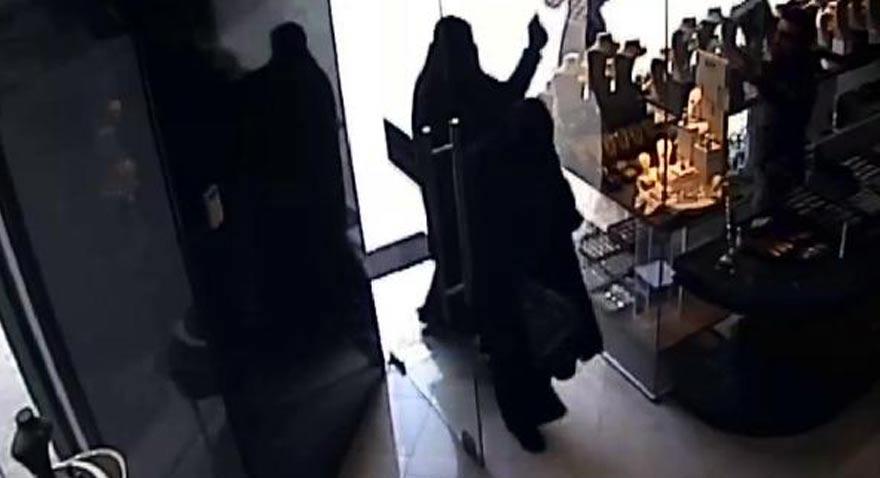 Diyarbakır'da' kara çarşaf giyerek, kuyumcu soymaya çalışan iki erkek şüpheli yakalandı.