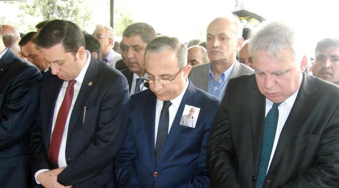 İzmir Büyükşehir Belediyesi önünde duygusal veda (2)
