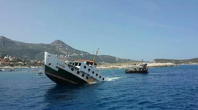 İzmir tarihine tanıklık eden yolcu vapuru, törenle batırıldı