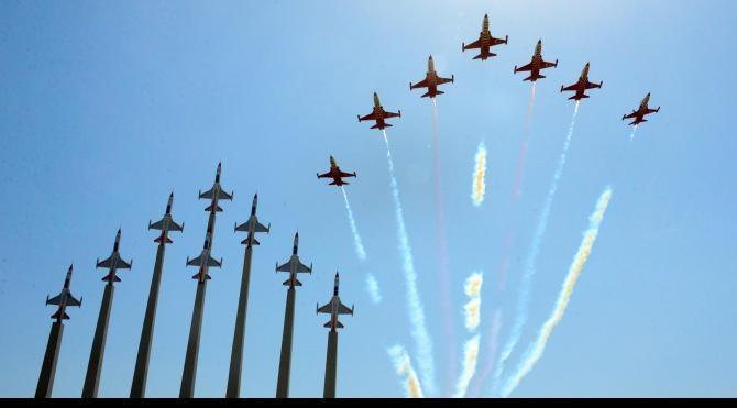 Türk Yıldızları Parkı, akrobasi timinin gösterisiyle açıldı
