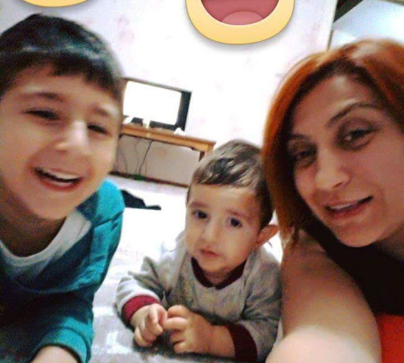 FOTO:DHA - 37 yaşındaki müzik öğretmeni Yeşim Çepik hayatını kaybederken; otomobili kullanan eşi, biri 3 yaşında diğeri ise 10 aylık olan 2 oğlu ve kız kardeşi yaralandı.