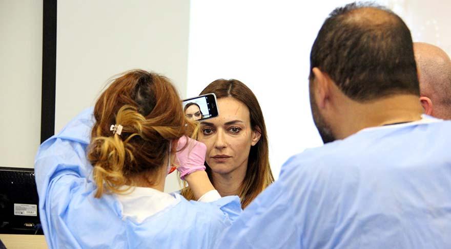 Çok sayıda doktorun da iştirak ettiği çalıştaya, eski manken ve oyuncu Sema Şimşek de katıldı.