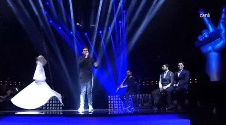 Yarışmacı Onur, semazenle şarkı söylemişti.
