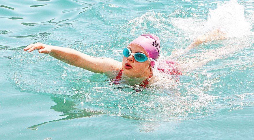 Özel sporcular denize açıldı
