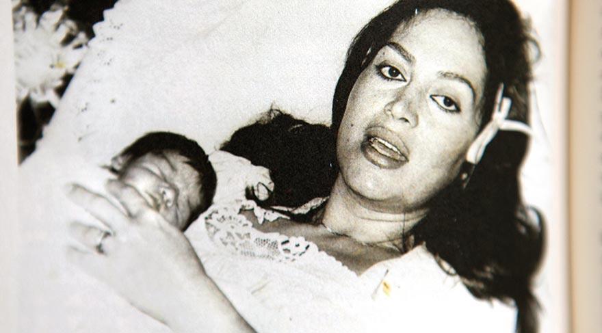 Türkan Şoray'ın kızı Yağmur'u ilk kucağına aldığı andan. 21 Ekim 1984 / Ankara