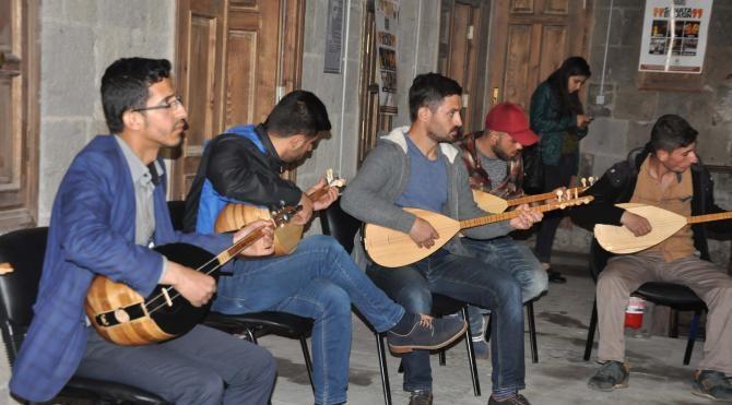 Bitlis'te asırlık belediye binası gençlere kurs merkezi oldu