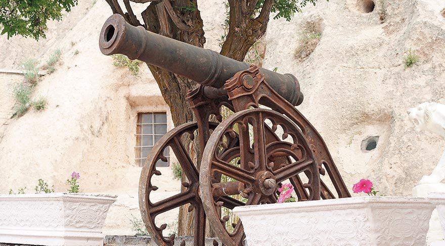 Osmanlı döneminden kalan ve zamanında Malta'dan getirilemeyen toplar şimdi KSKM'de sergileniyor.
