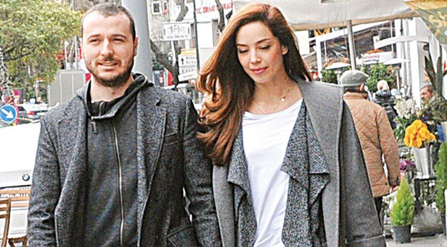 Azra Akın evlilik kararı aldığı sevgilisi Atakan Koru ile Tayland'ın Phuket Adası'nda tatil yapıyor.