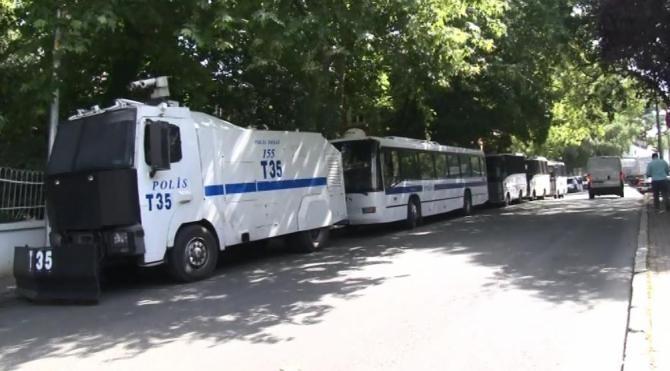 Yıldız Sarayı Dış Karakol Binası'nda polis ablukası..16 tahliye gözaltısı