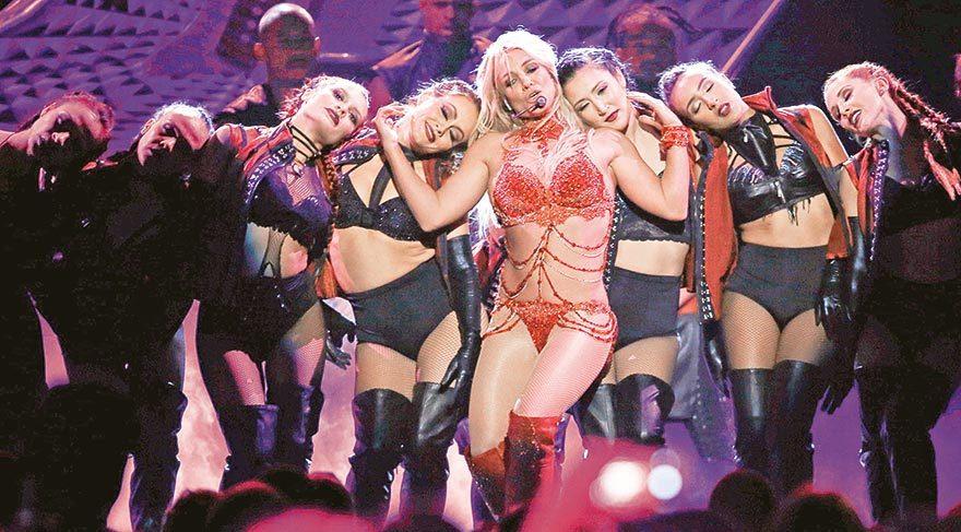 Billboard Müzik Ödülleri'nde ateşli sahne şovları