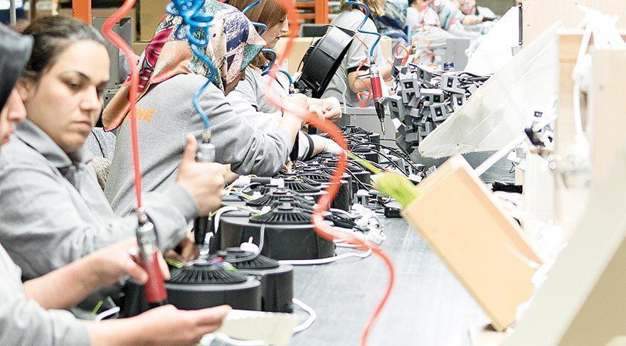 Amasya Merzifon'da 50 bin metrekarelik kapalı alanda mutfak ekipmanları üreten firmanın montaj hattında artık kadınlar görev yapıyor.